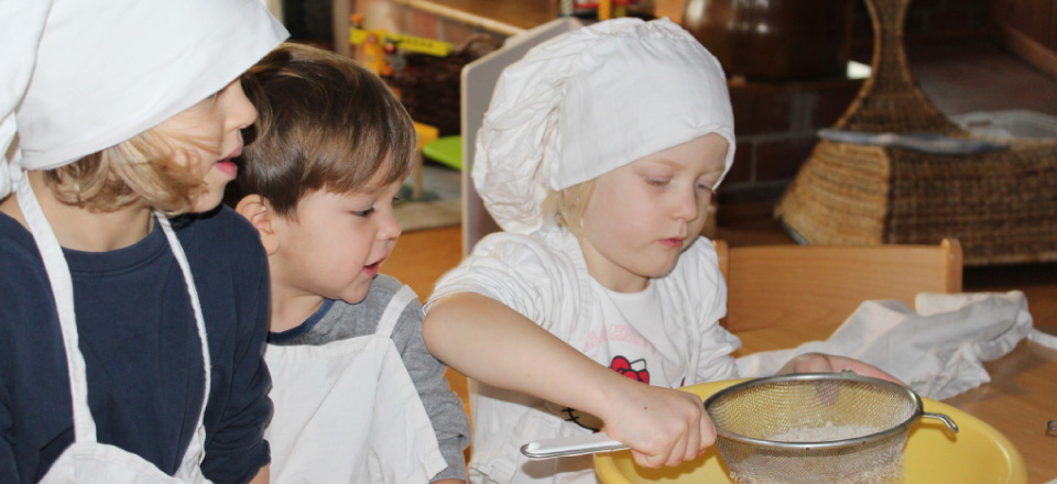 Backen bei den Lehmhauskindern